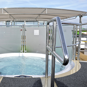 Avalon Visionary river cruise ship - Whirlpool tub on the Skydeck